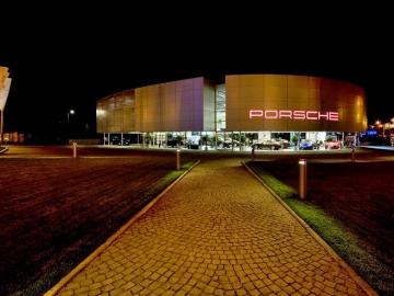 Автосалон PORSCHE_3